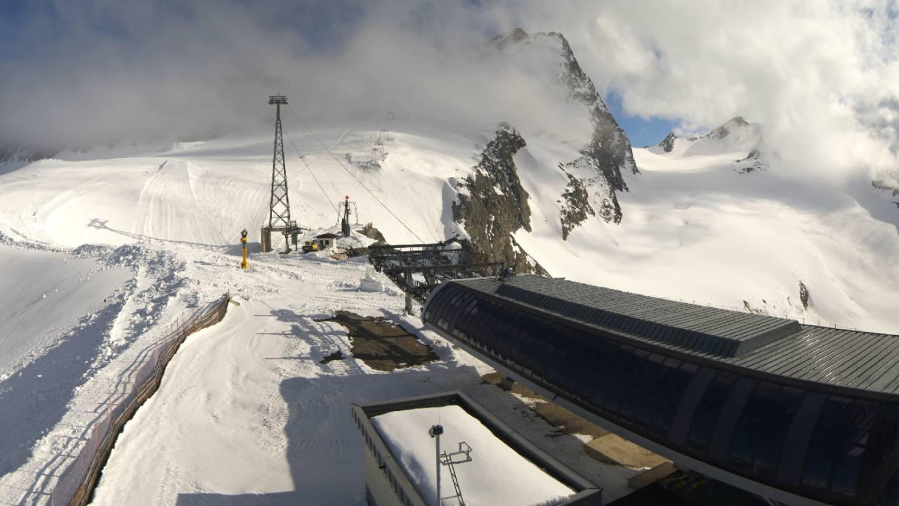 Schwarze Schneidbahn Einfahrt
